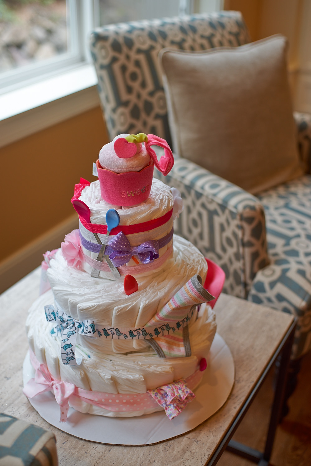 Look at that diaper cake! That's pretty creative :)