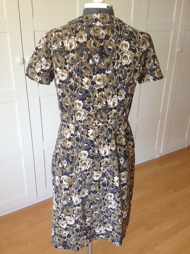 brown roses Simplicity 6894 back