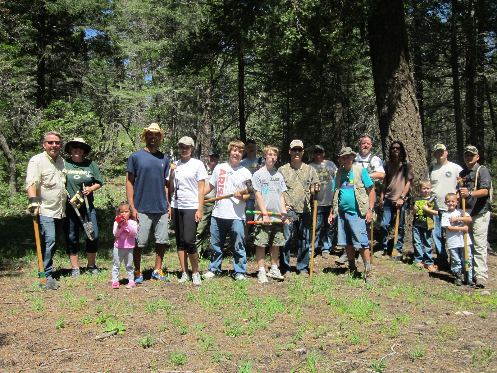 New Mexico Rails-to-Trails volunteers at the Rim Trail