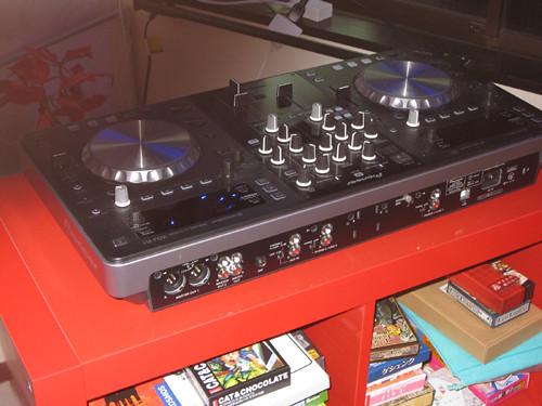 DJ機器なども