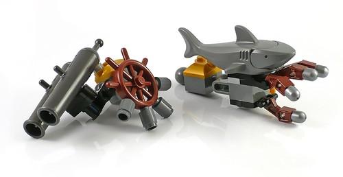 LEGO The Movie 70807 MetalBeard's Duel 15