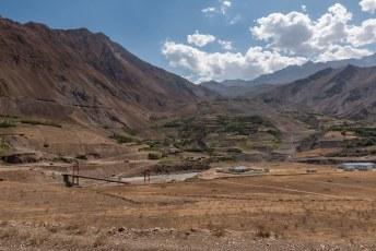 We vervolgden onze weg over de Pamir Highway. Hier passeerden we wederom een gesloten grensovergang met Afghanistan.