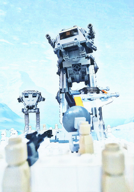 Micro battle on Hoth by iléolego on flickr