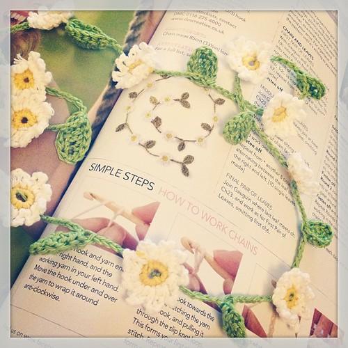 Crochet daisy chains #crochet #simplycrochet #daisy