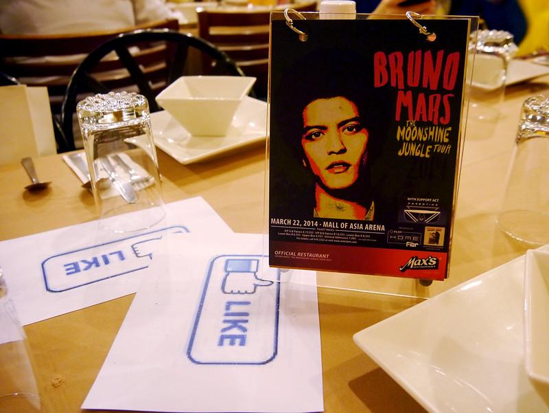 Max's and Bruno Mars 2014-0225 001