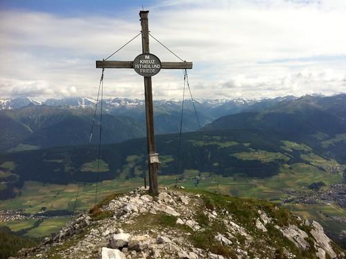 Ausblick vom Gipfel des Sarlkofels auf Toblach (rechts) und Niederdorf (links)