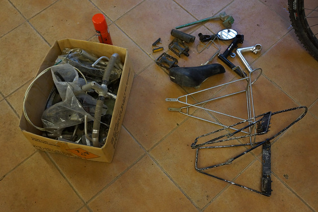 (Free) box of bike bits