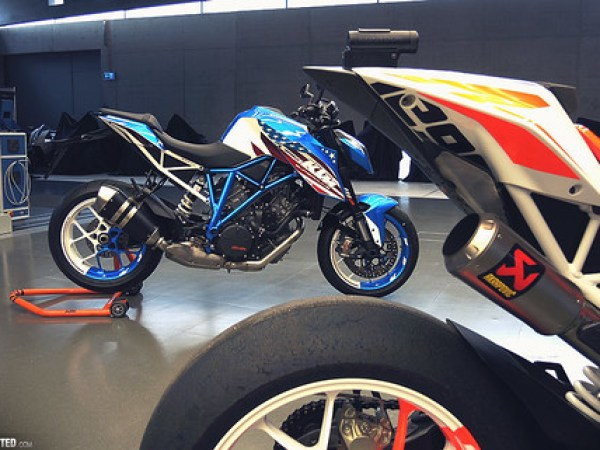 KTM 1290 Super Duke R Patriot Edition 02