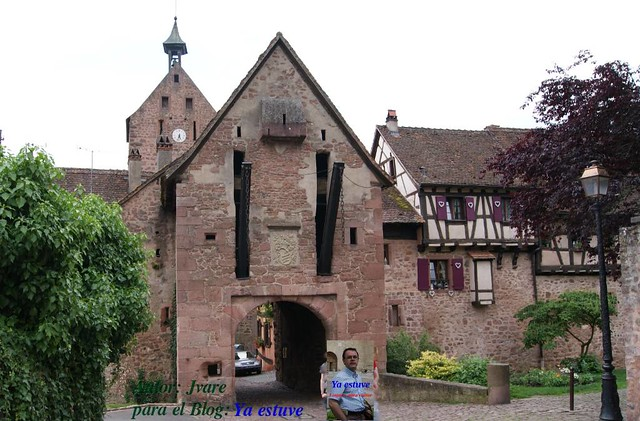 Puerta superior Riquewihr pueblo medieval
