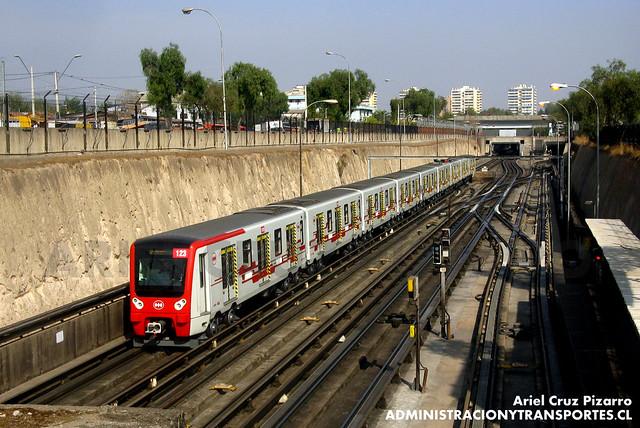 Metro de Santiago - CAF NS2012 N2123 - Neptuno / San Pablo (L1)