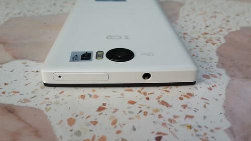 i-mobile IQX3 ด้านบน