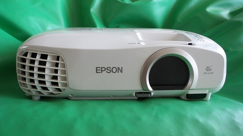 Epson EH-TW5200 ด้านหน้า