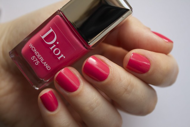 04 Dior 575 Wonderland swatches