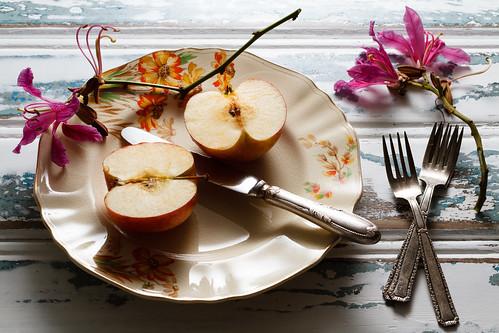 Apple by Luiz L.