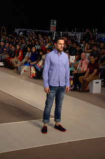 Blue shirt and jeans  - Intermoda Trends