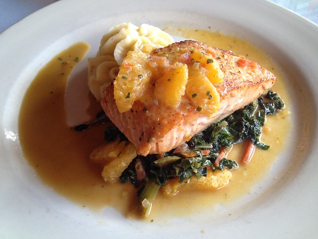 Seared salmon filet - Curbside Cafe