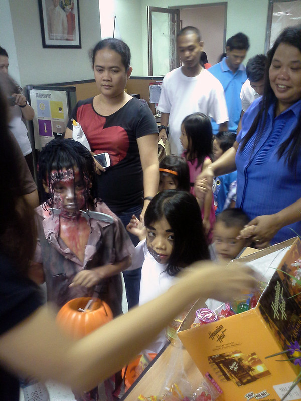 Makati City Hall Trick-or-Treat 20131030_141633