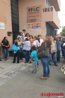 Se manifiestan trabajadores del SUTCETYE en Contraloria Interna del subsistema