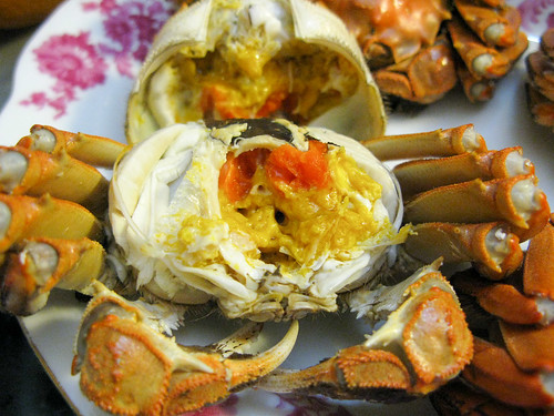 how to eat steamed blue crab