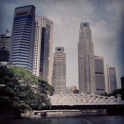 #singapore CBD as seen from the river by @MySoDotCom