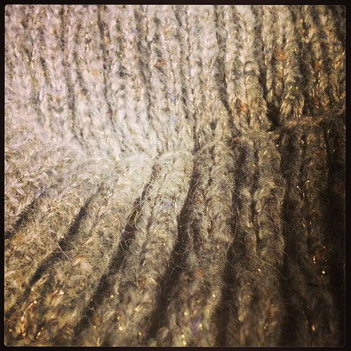 Kint notturno grigio e lane. #emmafassio #knit #knitting #lavoroamaglua #instaknit #fattoamano #testing