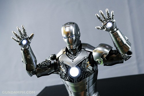 Hot Toys Iron Man 2 - Mk II Armor Unleashed Ver. Review MMS150 Unboxing (36)
