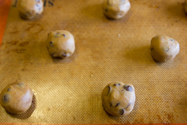 Brown Butter Nutella-Stuffed Chocolate Chip Cookies