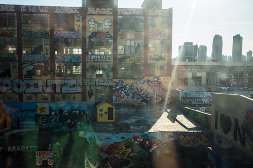 5Pointz, from departing 7 train by Dan Nguyen @ New York City