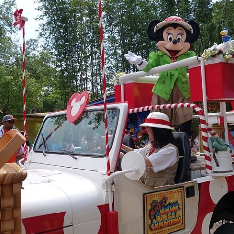Mickey's Jammin' Jungle Parade。ミニーさん。