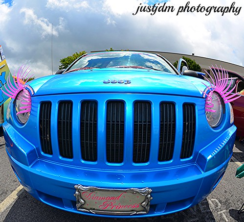 kutting corners auto show jeep with lashes (2)