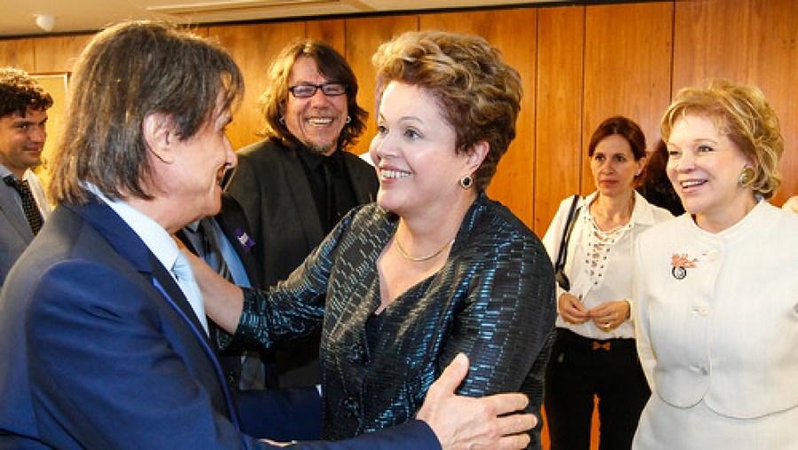 03/07/13   Presidenta Dilma Rousseff recebe artistas no Palácio do Planalto. Foto: Roberto Stuckert Filho/PR.