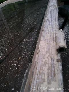 ikkunakarmi-rapisevine-maaleineen
