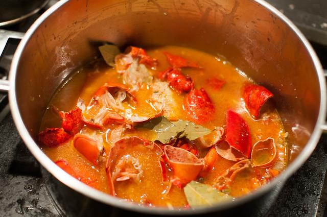 Visfond en tomatenpuree