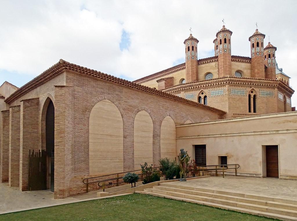 Teruel Claustro abside y jardin de Iglesia de San Pedro 07
