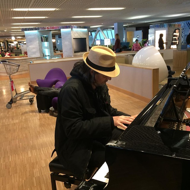 A little fun at the #schipholpiano at the Amsterdam airport. :) Pic by Nita.