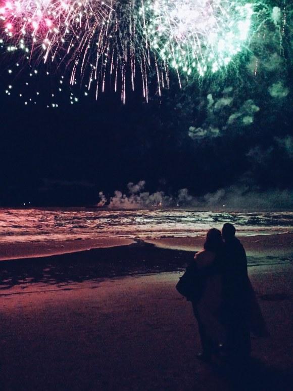 Kijkend naar het vuurwerk
