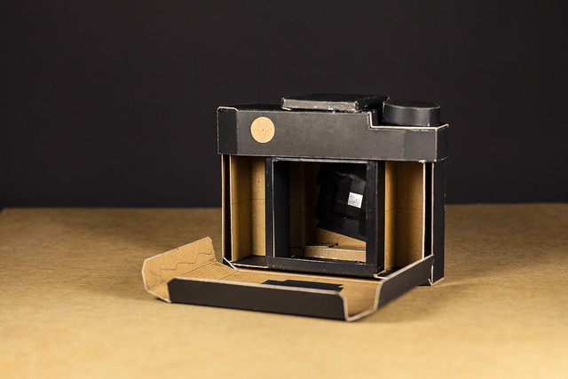 Pinolga, camara estenopeica de formato medio,  cardboard camera, pinhole camera