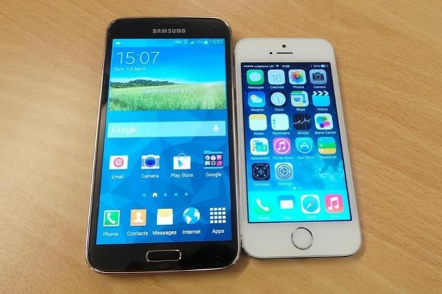 galaxy_s5_vs_iphone_5s_0
