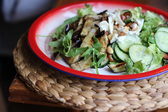 Salade van aubergine en geitenkaas