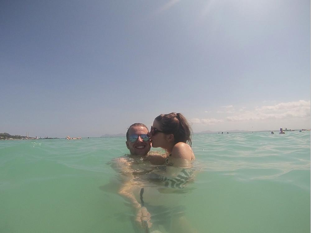 alcudia-beach-couple