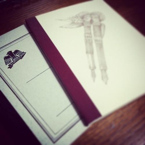 文房堂のオリジナルノート。昔の大学ノートの復刻ということで、フェンテのオリジナルノートとも同じサイズ。 #stationery #note #notebook