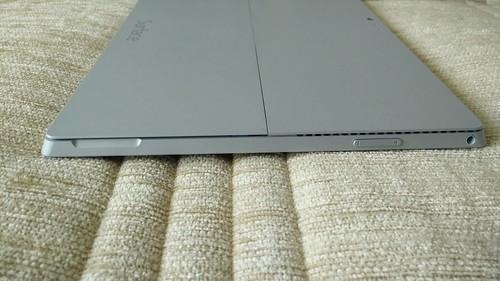 Microsoft Surface Pro 3 ด้านซ้าย