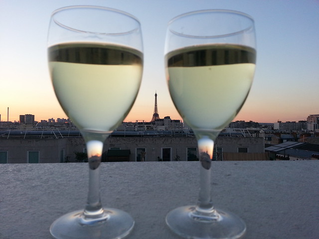 Prête-Moi Paris, wine for two, eiffel tower