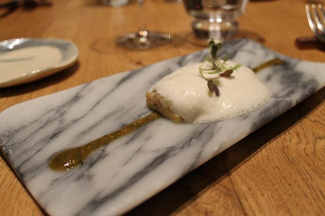 Brioche de anguila ahumada con cacahuetes del Collaret, de Ricard Camarena
