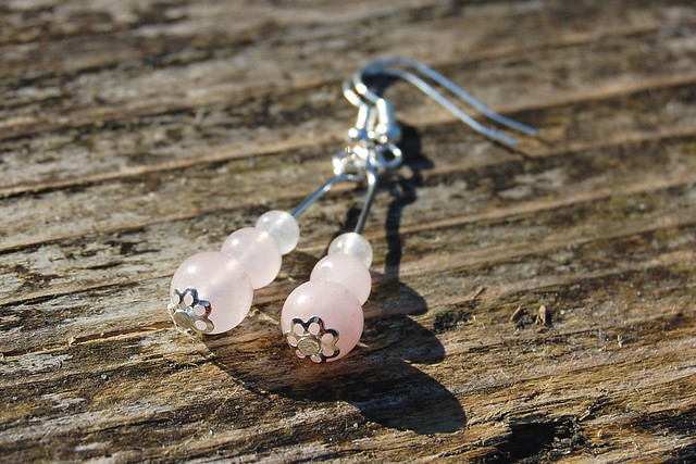 Studio Paars - handmade gemstone earrings Rose Quartz/ handgemaakte edelsteen oorbellen Rozenkwarts
