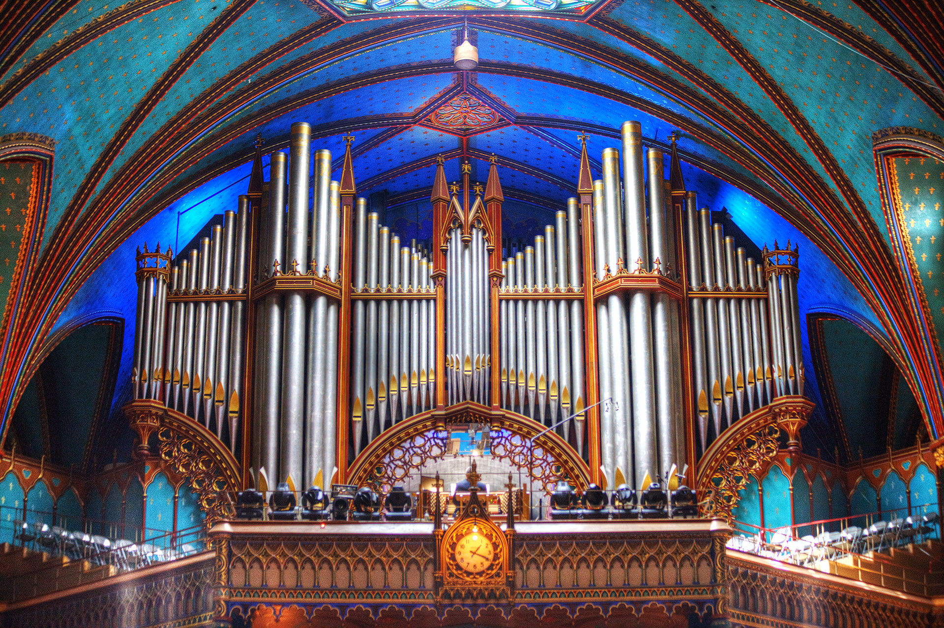 The pipe organ at the rear of the basilica containing 7,000 pipes.