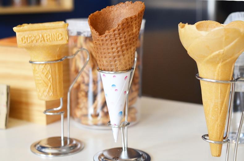 小露吃双淇淋