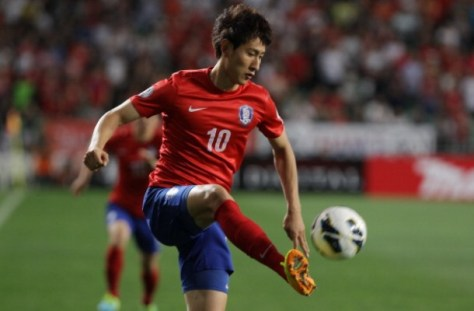 ULSAN, SOUTH KOREA - JUNE 18: Ji Dong-Won of South Korea in action during the FIFA 2014 World Cup Qualifier match between South Korea and Iran at Munsu Cup Stadium on June 18, 2013 in Ulsan, South Korea. (Photo by Chung Sung-Jun/Getty Images)