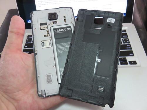 ฝาหลังของ Samsung Galaxy Note 4 ยังคงเป็นพลาสติก