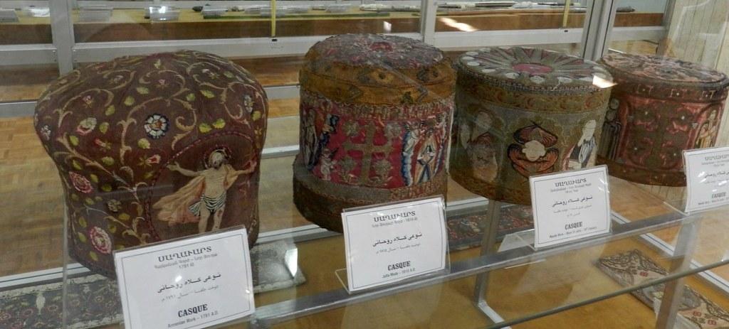 Objetos religiosos Museo Catedral Armenia de Vank en Isfahán Irán 15